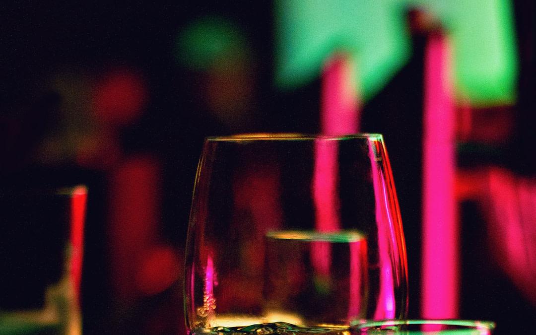 Алкоголь и его влияние на мозг: безопасного порогового значения, по-видимому, не существует